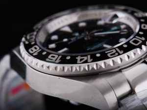 Rolex-GMT-Master-Black-Ceramic-Bezel-And-Black-Dial-Small-Calend-13_2