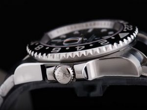 Rolex-GMT-Master-Black-Ceramic-Bezel-And-Black-Dial-Small-Calend-13_4